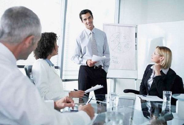 Эксперты: программисты и топ-менеджеры могут рассчитывать на зарплату от 500 тысяч. 27047.jpeg