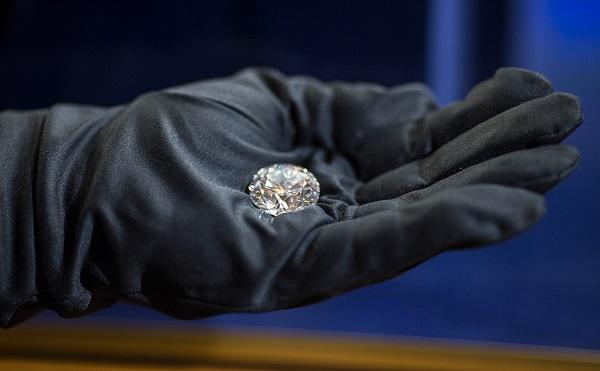 """Банки намерены продавать богатым клиентам бриллианты от компании """"Алроса"""". 27053.jpeg"""