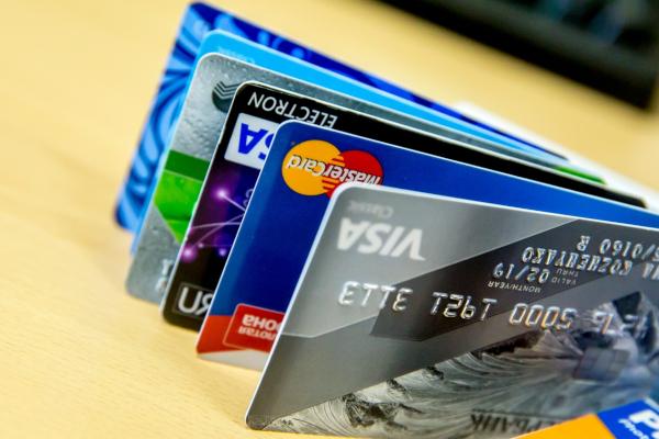 Банки предложили блокировать карты при подозрительных операциях. банк, банковская карта, блокировка