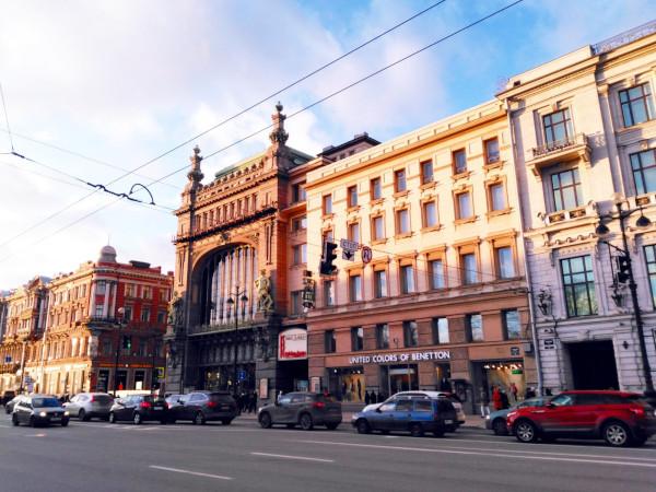 Жители дома в Петербурге берут деньги с желающих посетить их парадную. доходные дома, дом Елисеевых, Петербург