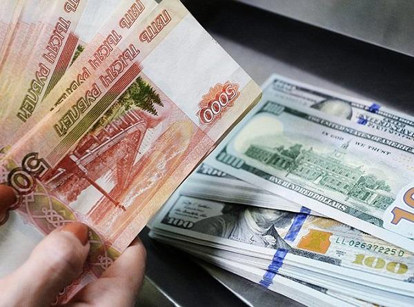 Россияне массово обналичивают вклады в валюте. 26645.jpeg