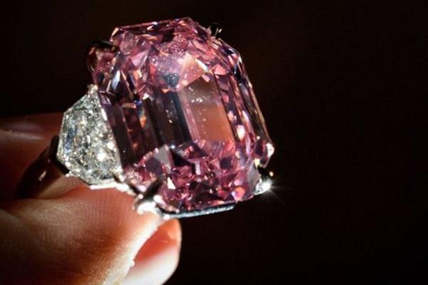 С молотка Christie's ушел розовый бриллиант за 50 млн долларов. 26693.jpeg