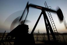 Цены на нефть растут, а ее запасы в США снижаются