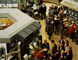 Торги на рынках акций проходят в плюсе