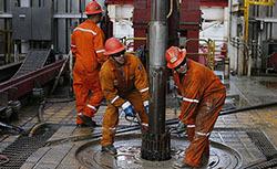 Цены на нефть сдвинулись вниз