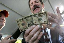 Доллар продолжает дорожать
