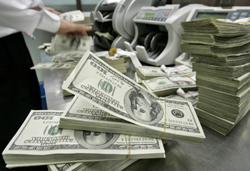 Доллар упал ниже 56 рублей