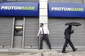 Греки выносят деньги из банков