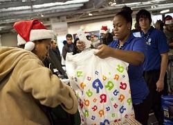 Продавцы торопят новогодний бум