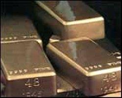 Золото снижается на фоне ситуации в еврозоне