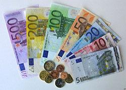 Евро и доллар потеряли в весе по отношению к рублю