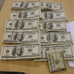 Доллар на открытии прибавил 19 коп.