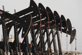 Нефть снижается в цене из-за переизбытка на рынке