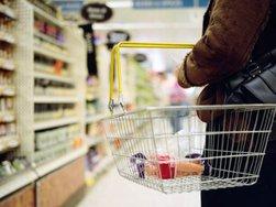Эксперты: почти 50% россиян доходов хватает только на еду