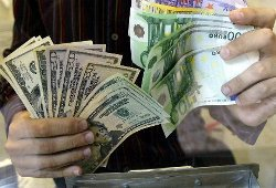 Курс евро опустился к доллару до минимума за 4 недели
