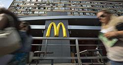 Выручка  McDonald s в России снизилась в 2014 году