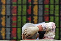 Евробиржи ускорили падение на предупреждении Fitch