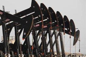 Мировые цены на нефть падают из-за роста числа буровых установок