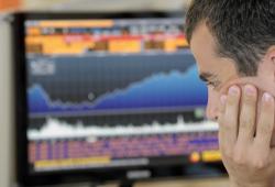 После сбоя, биржи РФ продолжили торги в красной зоне