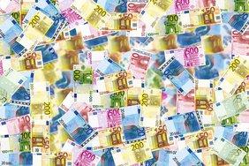 Курс евро впервые за 12 месяцев вырос до 75 рублей