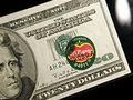 Американцы забирают деньги из банков