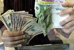 Евро дешевеет к доллару по вине Греции