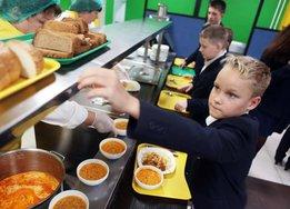 Учеников начальных классов обеспечат бесплатными обедами