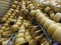 Сыр из Евросоюза попадает в Россию как сырный продукт - эксперт