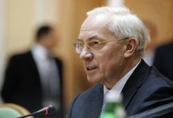 Азаров: МВФ не помогает Украине деньгами уже год