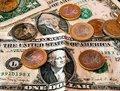 В России официальный курс евро снизили на рубль