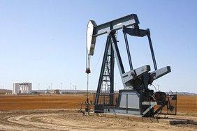Страны ОПЕК+ договорились о повышении добычи нефти с 2021 года