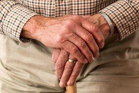 Пенсионеров и малоимущих граждан хотят освободить от НДС на продукты