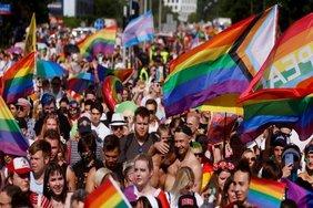 Директора  Фонда Твери  Юлию Саранову просят проверить в связи с выпуском методички для поддержки детей-трансгендеров в школах