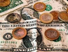 Доллар и евро снова бьют рекорды роста