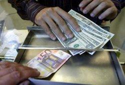 Курс евро снижается к доллару на плохих новостях из Испании и Италии