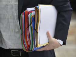 Финансовый кризис разорил адвокатов