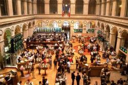 Торги на российских биржах проходят в  красной  зоне